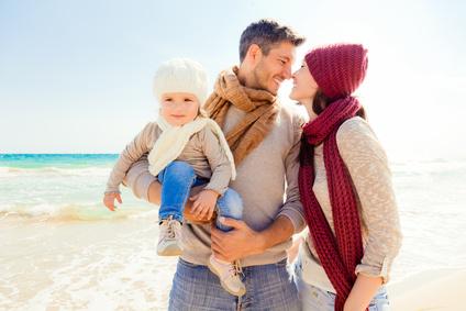 Une famille au bord de la mer