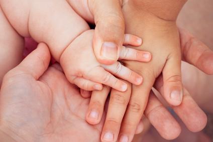 Main d'un enfant